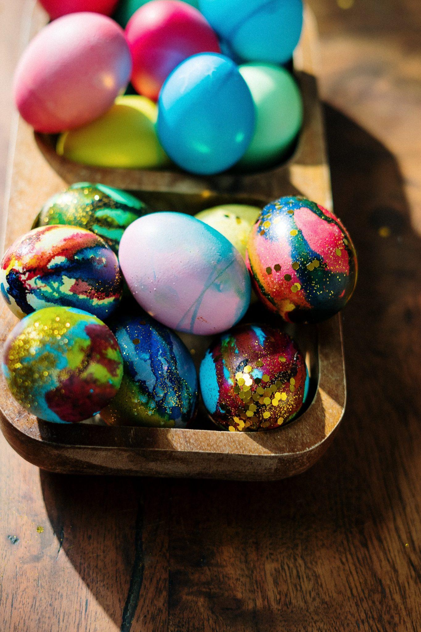 Do online easter egg painting via Streamtech's fast fiber internet