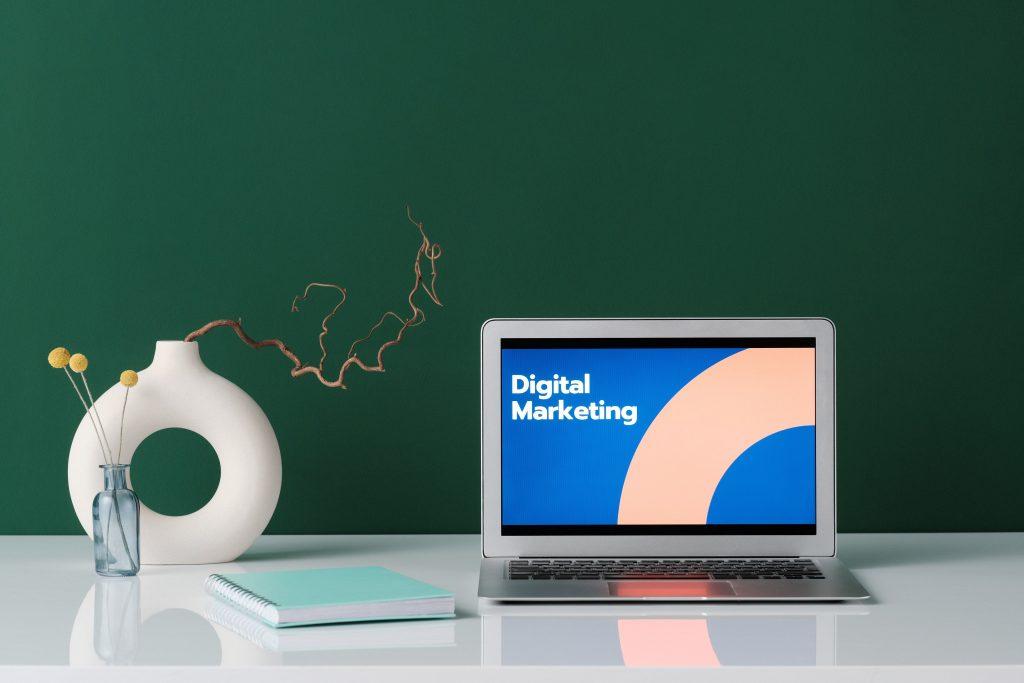 Digital marketing is better with fast fiber internet of Streamtech