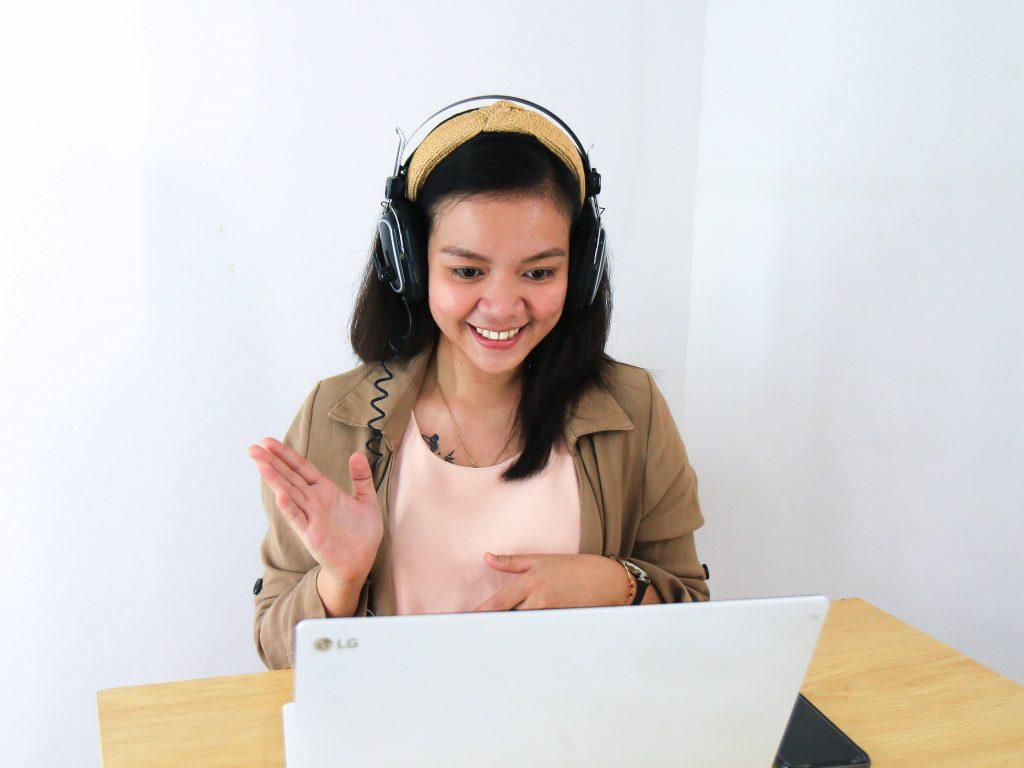 Video call with family - Streamtech - fiber internet