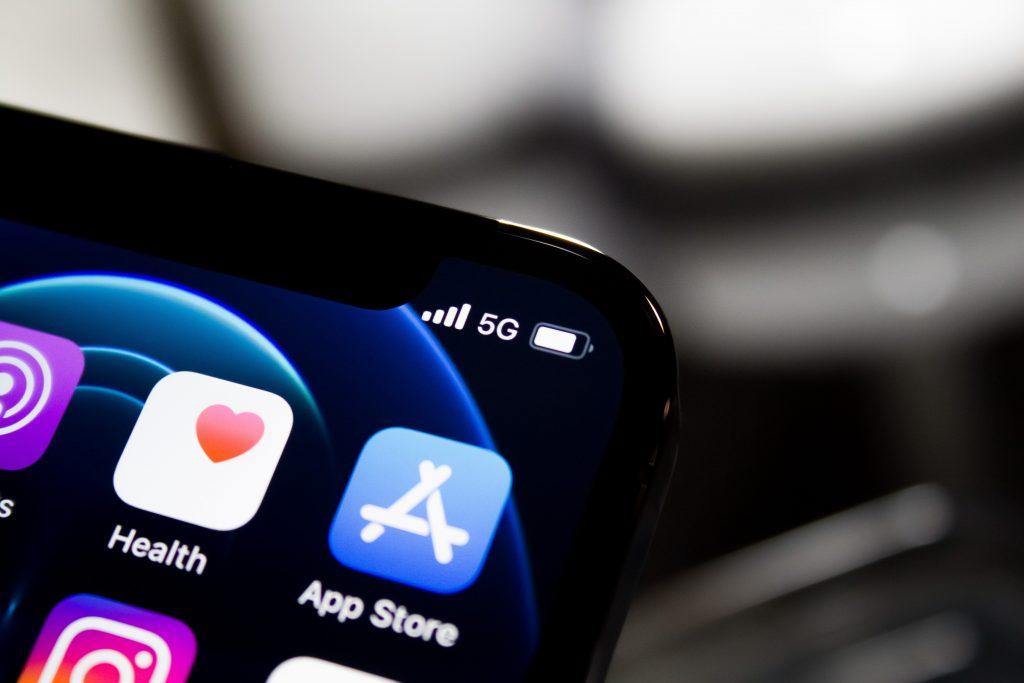 mobile data vs fiber internet - Streamtech